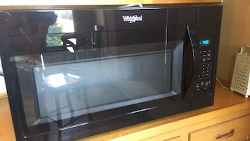 Whirlpool Microwave over the counter like new