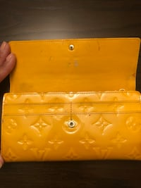 Pre-loved. Louis Vuitton Monogram Vernis Leather Wallet - Yellow Fairfax Station, 22039