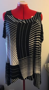 Black and white stripe scoop-neck shirt Toronto, M1E 2R2