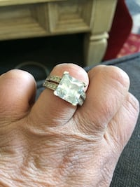 Aprox 2C cubic zirconia ring with CZ along sides 2 rows. Sz 6