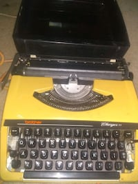 Vintage brother charger 11 typewritter with case