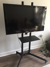 """42"""" screen Samsung with portable mount College Park, 20740"""