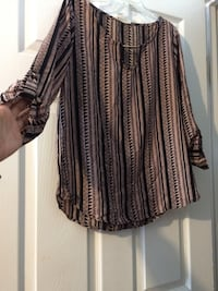 brown and black keyhole neckline long-sleeved shirt
