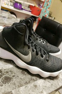 Nike basketball shoes size 9 Mission, 78572