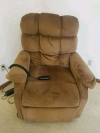 Ultra lift chair in excellent condition! L@@k Topeka, 66614