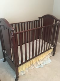 Bellini Baby Crib & Covertible Changing Table Fairborn, 45324