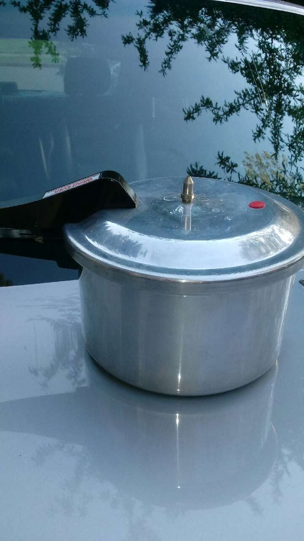 stainless steel and black cooking pot