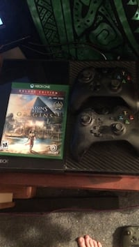 Xbox 1 with Assassins Creed origins and 2 controllers, and charger stand Townsend, 19734