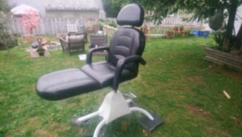 Tattoo or massage hydraulic chair in great shape