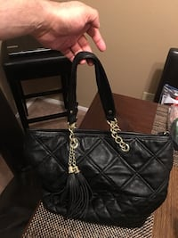 Black leather 2 handbag, one of the handles show signs of worn, please see pics Dallas, 75254