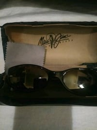 black framed Ray Ban wayfarer sunglasses with case Bakersfield, 93301