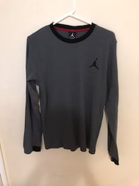 Jordan Long Sleeve Shirt size small Toronto, M3M 2H9