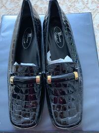 Browns Black leather slip on shoes size 38 Toronto, M6H 2V2