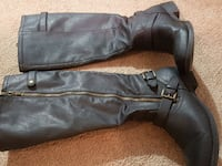 Sz 7  1\2 Womens BOots Fort Worth, 76114