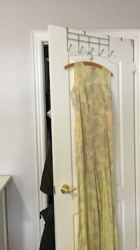 BCBG yellow lace gown size 04.  Vaughan, L4H 0X9