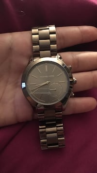 Round rose gold Michael kors analog watch with link bracelet Wappingers Falls, 12590