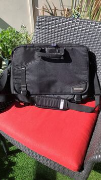 """18"""" Laptop briefcase bag. Excellent holiday gift for a traveler.  Toronto, M5A"""