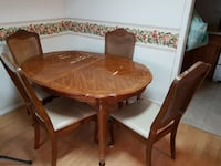Dining room set - table and 4 chairs Niagara Falls, L2G