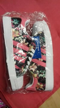 Flower shoes new with tag  size 39