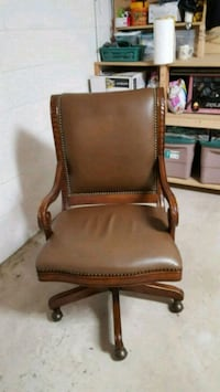 Hooker desk chair. Beautiful wood trim. 650.00 new Melbourne, 32940