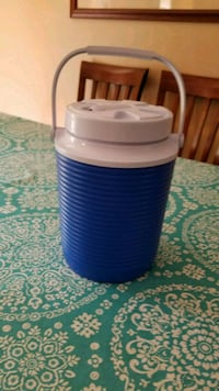 One Gallon Rubbermaid Beverage Cooler/Thermos
