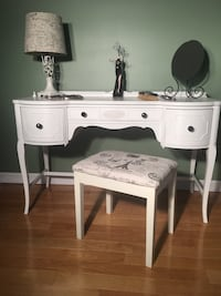 Makeup Vanity (Antique) Newly Refinished  Whitby, L1N 8M8