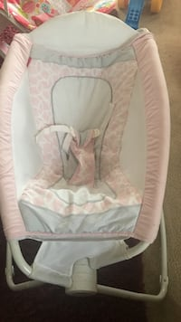 Fisher price Baby's pink and white rock and play sleeper Moreno Valley, 92553