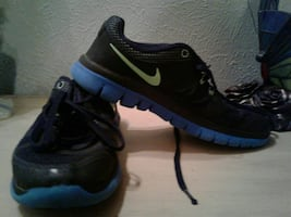 Nike black and Blue Youth Sneakers excellent condition