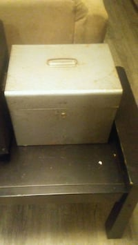 Metal lock box with key  Vancouver, V5K 2E2