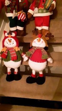 two white and red plush toys Garland, 75044