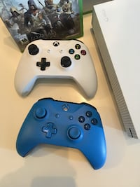 Xbox One S + 2 controllers + Assassins Creed Unity Montréal