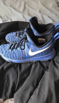 Kevin Durant Basketball Shoes (size 9) Duvall, 98019