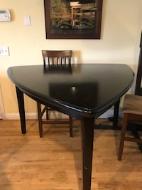 Cute triangle dining table