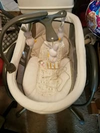 baby's white and gray swing chair Alexandria, 22309