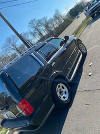 2001 navigator low miles 7 passenger family truck very reliable