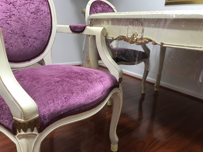 Princess table with matching chairs d232ea12-3736-44a6-9a70-df63912b254e