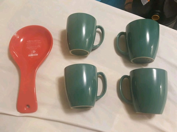 4 corelle mugs and spoonrest