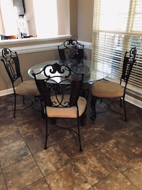 Kitchen table 4 chairs  Charlotte, 28215