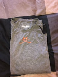 Under armour hockey workout shirt, mens size medium Calgary, T3H 4Z5