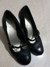 Shoes pair of black leather women high heels  557 km