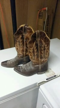 pair of brown leather cowboy boots Oshawa, L1J 6M1