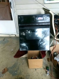 Stove is a Sears and Robuck built-in GE SpaceSave Greenback, 37742