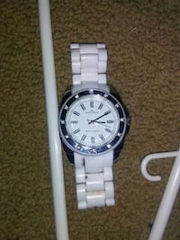 round silver-colored analog watch retail 200 374 mi