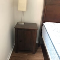 Night stand and lamp in like new condition!  Arlington, 22202