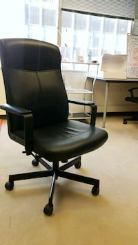 black leather office rolling armchair Los Angeles, 90010