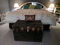Vintage/antique storage trunk chest West Kelowna, V4T 1T5