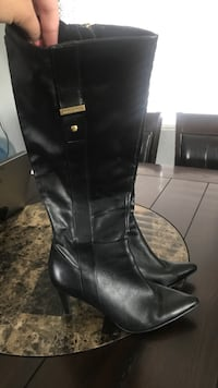 pair of black leather knee-high boots Pico Rivera, 90660
