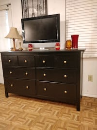 Wooden big dresser/TV stand with 8 drawers, all drawers working well p West Springfield, 22152