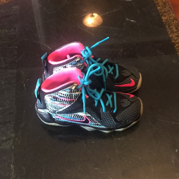 0ddd5968d95e6 Used LEBRON girls shoes size 10.5 for sale in Atlanta - letgo
