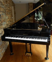 Excellent Gorgeous Black Baby Grand Piano